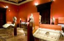 nomismata 225x145 Αρχαιότητες στα πρόθυρα...οικονομικής κρίσης!!!
