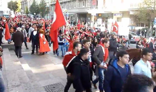 toyrkoi diadilosei Βίντεο : Άγριο Ξύλο ανάμεσα σε Κούρδους και Τούρκους στο Παρίσι