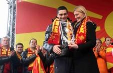 Έπαθλα με τον Ήλιο της Βεργίνας απένειμαν στην εθνική ομάδα Handball τους οι Σκοπιανοί