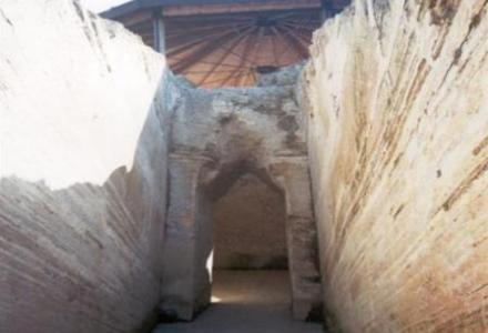 tafos Ο χωμένος τάφος της Αρχαίας Πελλάνας
