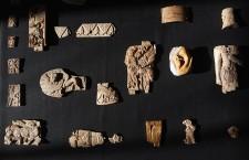 Pieces of carved ivory fr 037 225x145 Επέστρεψαν στο Ιράκ πινακίδες 4.000 ετών