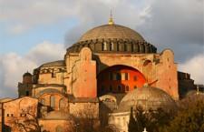 Ζητούν την επαναλειτουργία της Αγίας Σοφίας ως τζαμί