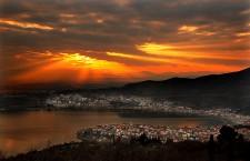 blazing kastoria 225x145 Εορτασμοί για την απελευθέρωση της Καστοριάς   Μητροπολίτης Μεσσηνίας : Κάποιοι επιβουλεύονται την Ελληνικότητά μας