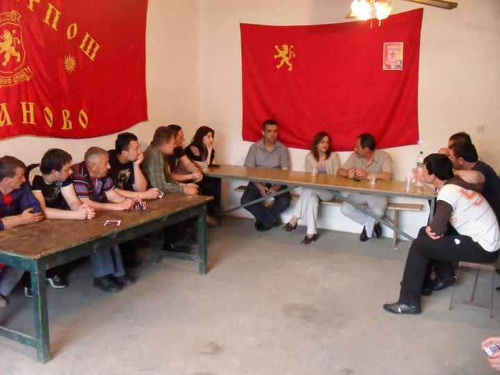 jankulovska Σκοπιανοί Υπουργοί με τον Ήλιο της Βεργίνας στο Facebook