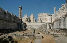 naos+apollonos+didyma 225x145 Temple to cat god found in Egypt