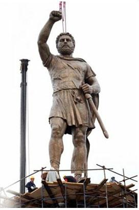 Με άγαλμα του Φιλίππου «απαντούν» στο ΝΑΤΟ τα Σκόπια !