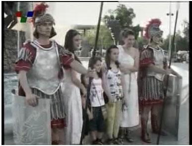 Σλάβοι ντυμένοι αρχαίοι Μακεδόνες στην κεντρική πλατεία των Σκοπίων (Δείτε Φωτογραφίες)