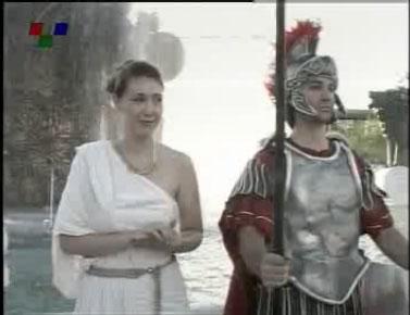 skopiani froura5 Σλάβοι ντυμένοι αρχαίοι Μακεδόνες στην κεντρική πλατεία των Σκοπίων (Δείτε Φωτογραφίες)