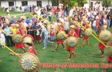 """Η Φωτογραφία της Εβδομάδας : Παρέλαση Σκοπιανών Μαθητών ως """"Αρχαίοι Μακεδόνες"""""""