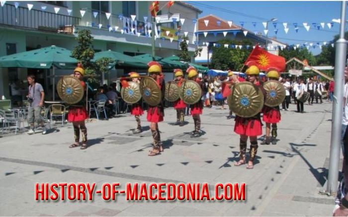 parelasi fyrom1 Η Φωτογραφία της Εβδομάδας   Μαθητές σε παρέλαση στα Σκόπια
