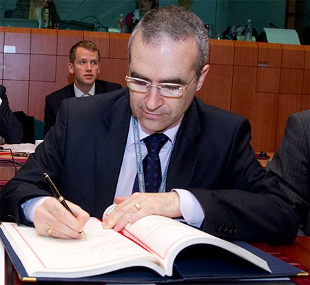 Όλη η συνέντευξη κόλαφος του Βούλγαρου πρέσβη στην ΕΕ που ξεμπρόστιασε τα Σκόπια