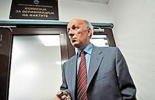 Ο εθνικός συγγραφέας της ΠΓΔΜ φορούσε «μαύρη κουκούλα»...