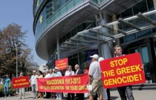 Yβριστικά πανό εναντίον της Ελλάδας κατά την διάρκεια πορείας Σκοπιανών στα γραφεία της ΕΕ