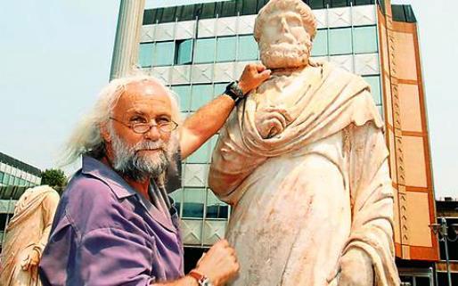 Ο «εθνικός αρχαιολόγος» των Σκοπίων ήταν και… αρχαιοκάπηλος