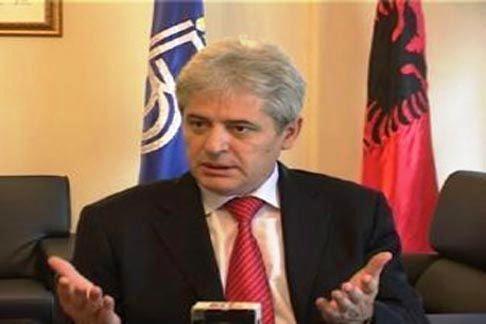 Mε τους υπουργούς Εξωτερικών και Άμυνας συναντήθηκε ο Αλί Αχμέτι