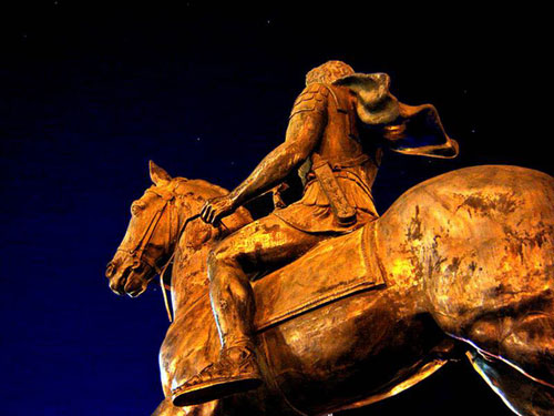 alexander statue 3 Αμερικανός καθηγητής Πανεπιστημίου: Oι αρχαίοι Μακεδόνες ήταν Έλληνες