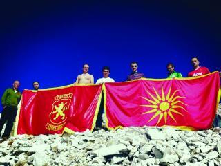 milloshoski vergina sun Σκοπιανοί Βουλευτές φωτογραφίζονται προκλητικότατα με τον Ήλιο της Βεργίνας
