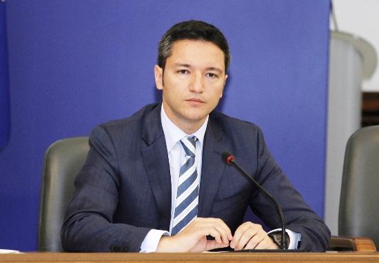 Ο Βιγκένιν  καλεί τα Σκόπια να επιλύσουν τα προβλήματα με Βουλγαρία και Ελλάδα