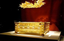 Philip II larnax vergina greece 225x145 Ξαναστήνουν το Ανάκτορο της Βεργίνας