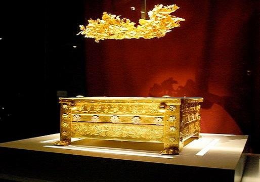 Philip II larnax vergina greece Βεργίνα : Ήρθαν στο φως πέντε νέοι βασιλικοί τάφοι