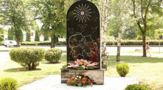 Skorpians Νέο μνημείο   πρόκληση στα Σκόπια