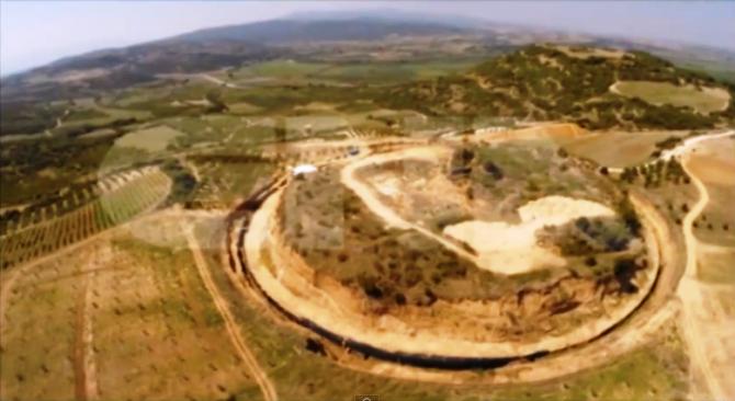 Amphipolis Αμφίπολη : Οι ανασκαφές στο λόφο Καστά από ψηλά