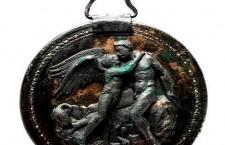 ver1 225x145 «Αιγές  Η βασιλική μητρόπολη των Μακεδόνων», ο νέος τόμος της σειράς «Ο Κύκλος των Μουσείων» του Ιδρύματος Ιωάννη Σ. Λάτση