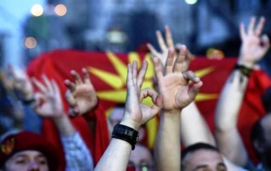 skopiaaa Σκόπια: Προκλήσεις κατά της Ελλάδας στη συγκέντρωση του Γκρούεφσκι
