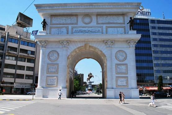 theme 6 Ιστοσελίδα «κράζει» το κιτς στα Σκόπια: Πώς να χτίσετε μια ψεύτικη αρχαία πόλη σε 5 χρόνια