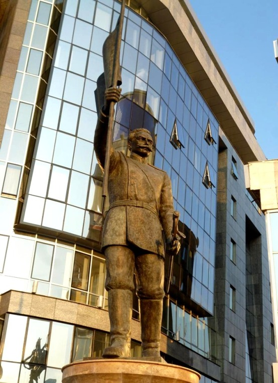 theme1 Ιστοσελίδα «κράζει» το κιτς στα Σκόπια: Πώς να χτίσετε μια ψεύτικη αρχαία πόλη σε 5 χρόνια