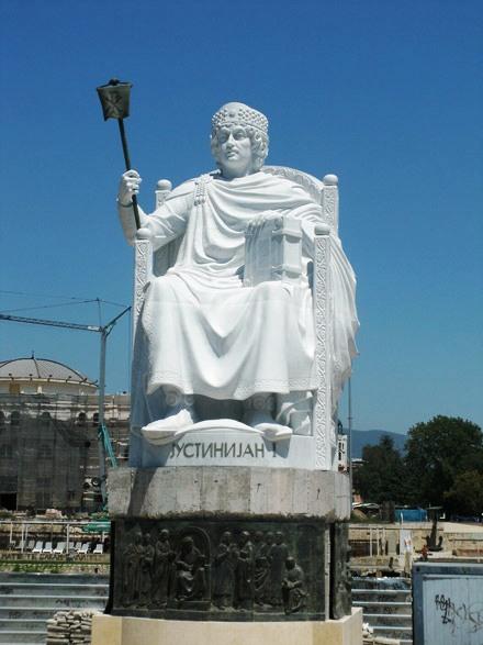theme5 Ιστοσελίδα «κράζει» το κιτς στα Σκόπια: Πώς να χτίσετε μια ψεύτικη αρχαία πόλη σε 5 χρόνια