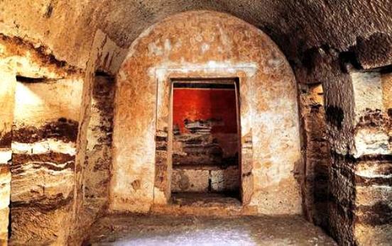 Πέλλα : Ο τάφος που… κατεβαίνει στον Άδη