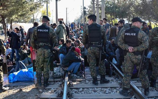 Παγιδευμένοι στα σύνορα με τα Σκόπια