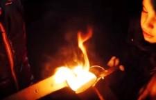 Το έθιμο με τις χριστουγεννιάτικες φωτιές στη Φλώρινα