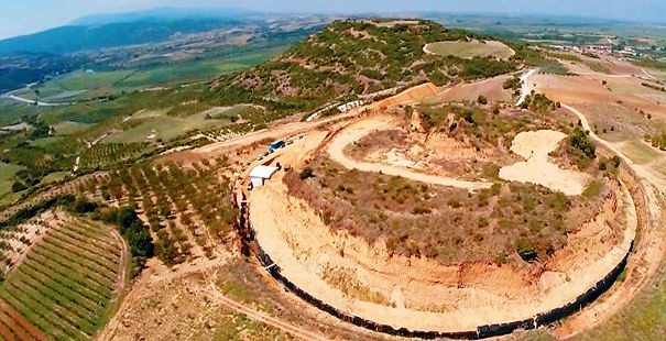 ΥΠΠΟΑ: Ολοκληρώθηκαν οι εργασίες άμεσης προστασίας και αποκατάστασης του αναγλύφου της περιοχής στον Λόφο-Τύμβο Καστά