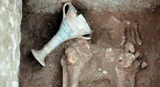 kozani 4 31 ασύλητοι τάφοι σε μυκηναϊκό νεκροταφείο πενήντα στρεμμάτων