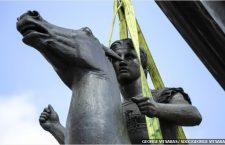 Ο δήμαρχος Αθηναίων Γ. Καμίνης έκανε τα αποκαλυπτήρια του ανδριάντα του Μεγάλου Αλεξάνδρου