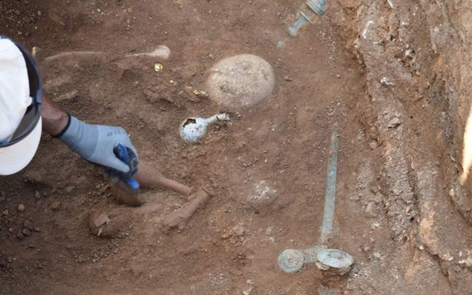 Ασύλητο τάφο του 1ου αιώνα π.Χ έφερε στο φως η αρχαιολογική σκαπάνη στην Κοζάνη (φωτογραφίες)